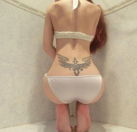 女人最性感的纹身部位之小蛮腰